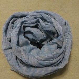 "Accessories - Blue and white woven scarf/wrap approx 38"" x 68"""